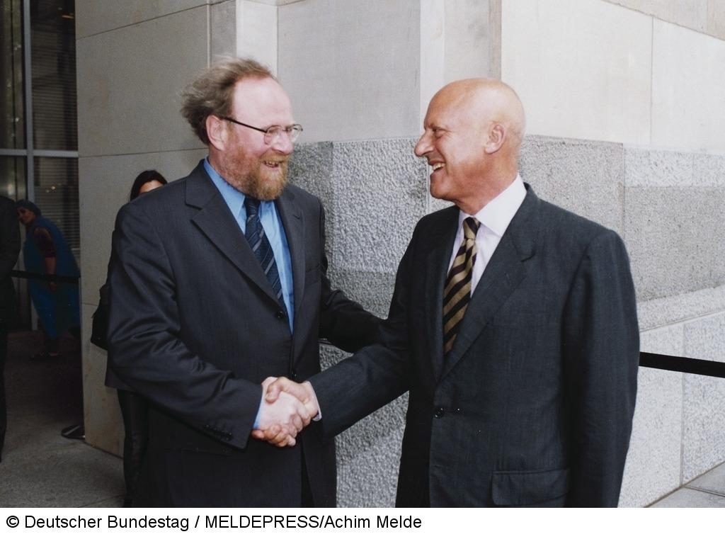Norman Foster im Bundestag, empfangen von Wolfgang Thierse
